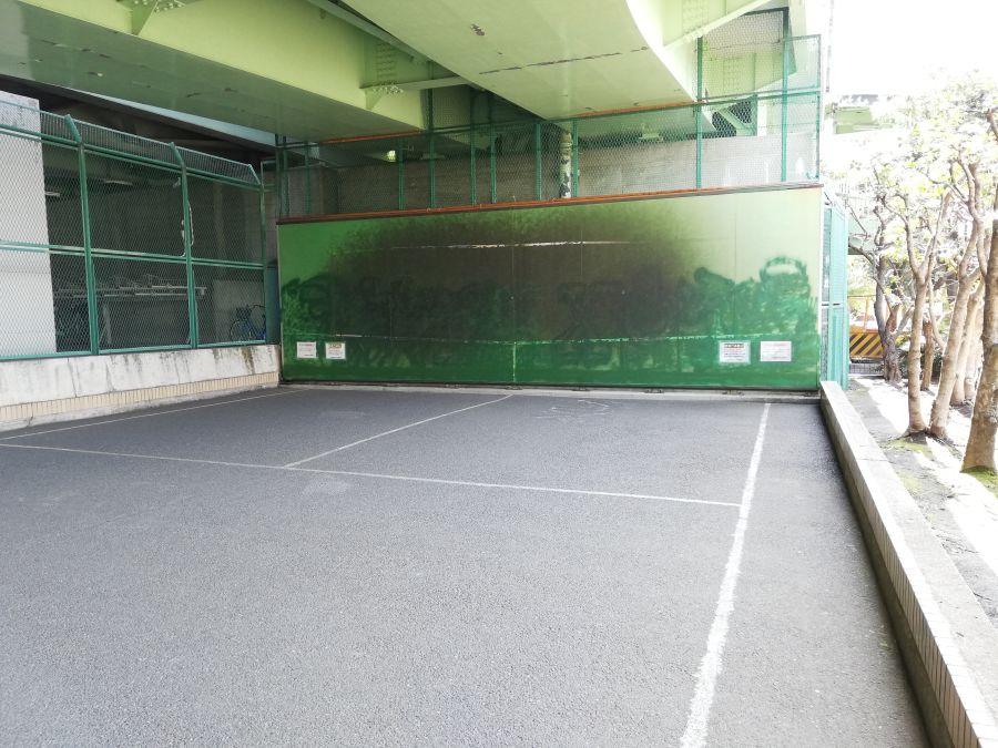 宮本台緑地 テニスの壁打ち