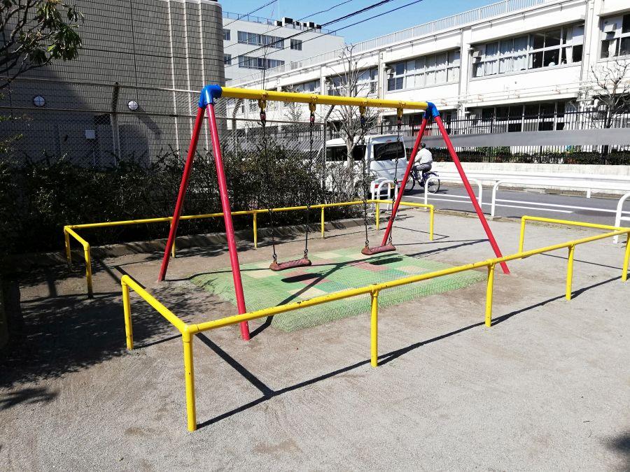 東三さわやか児童公園 ブランコ