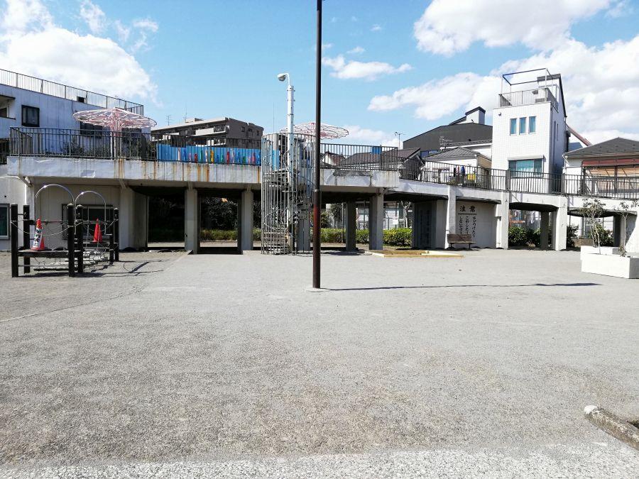 本羽田第三公園 流れる川