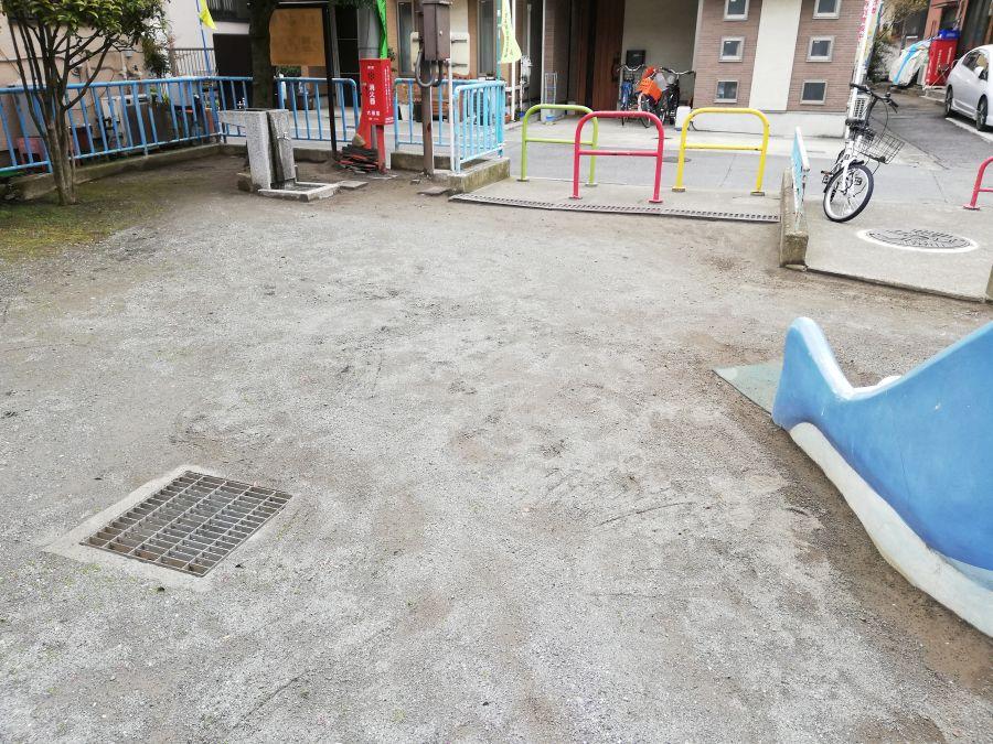 上東児童公園 自転車置場