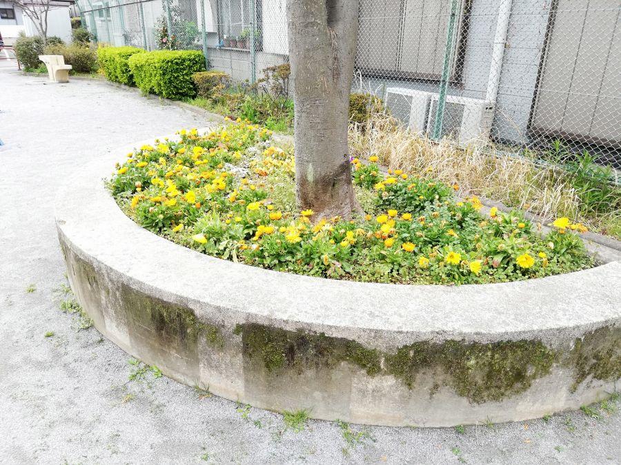 羽田三丁目第二児童公園 花壇