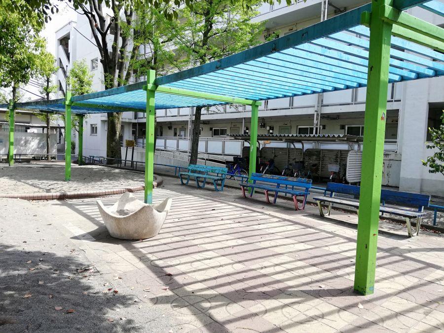 羽田五丁目児童公園 屋根