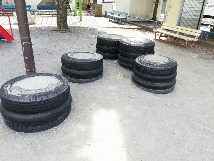 羽田五丁目児童公園 タイヤ