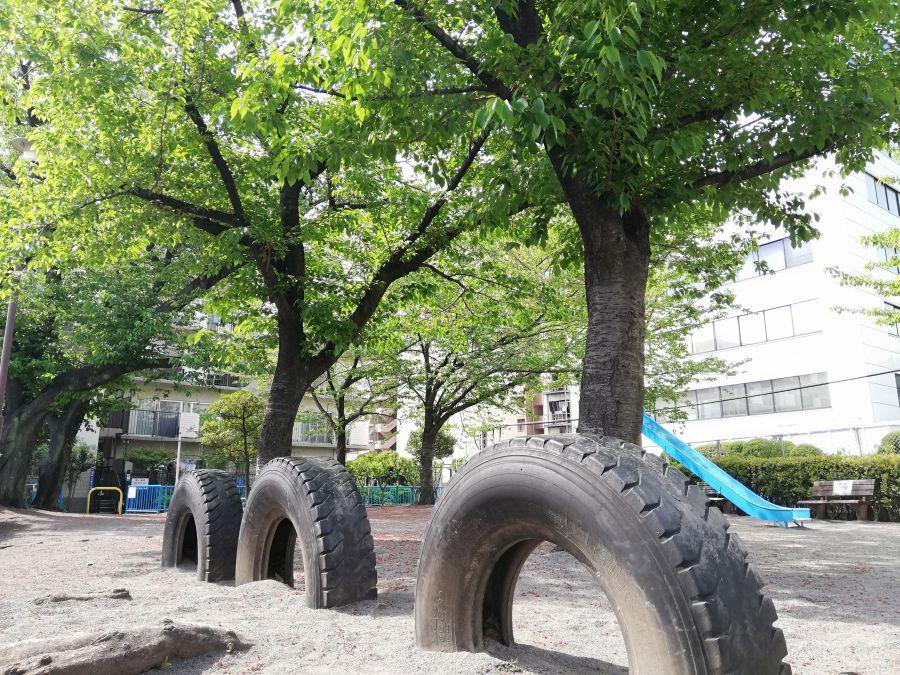 羽田一丁目児童公園 タイヤ